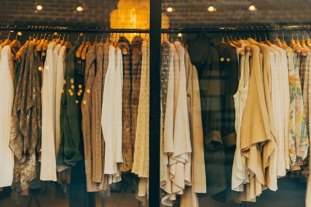 jesenje-stvari-garderoba-prodavnica-soping