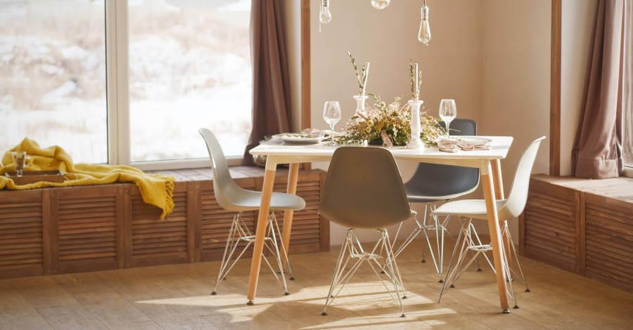 trperzarija-stolice-postavljen-sto-svetlo-prozor