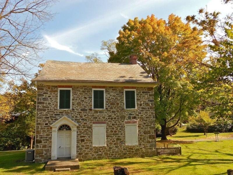 kuća-prirodni-kamen-fasada