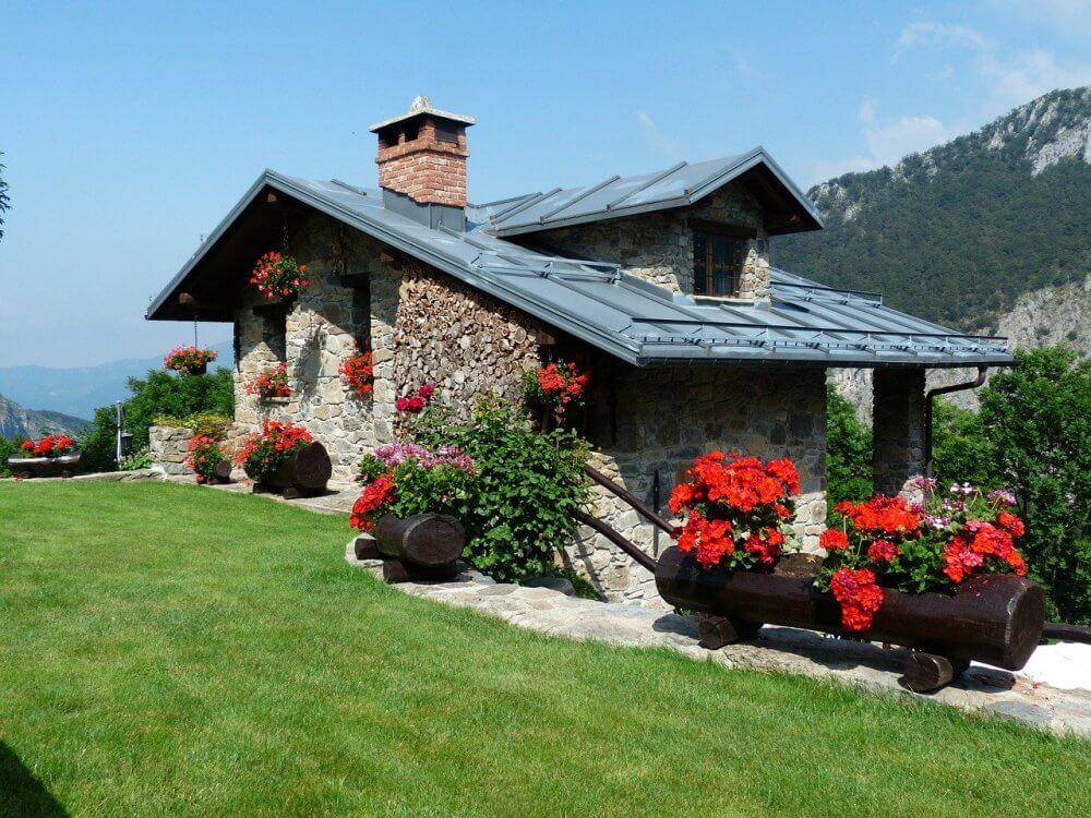 fasada-prirodni-kamen-kuća-dvorište