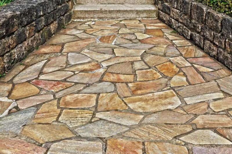 staze-za-dvorište-prirodni-kamen